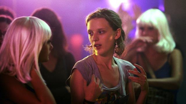 Mia Hansen-Løve directs a scene.